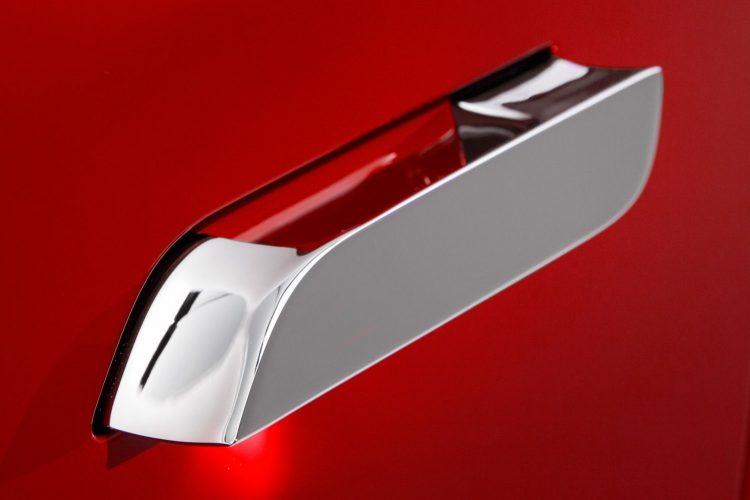 Tesla durų rankenų remontas